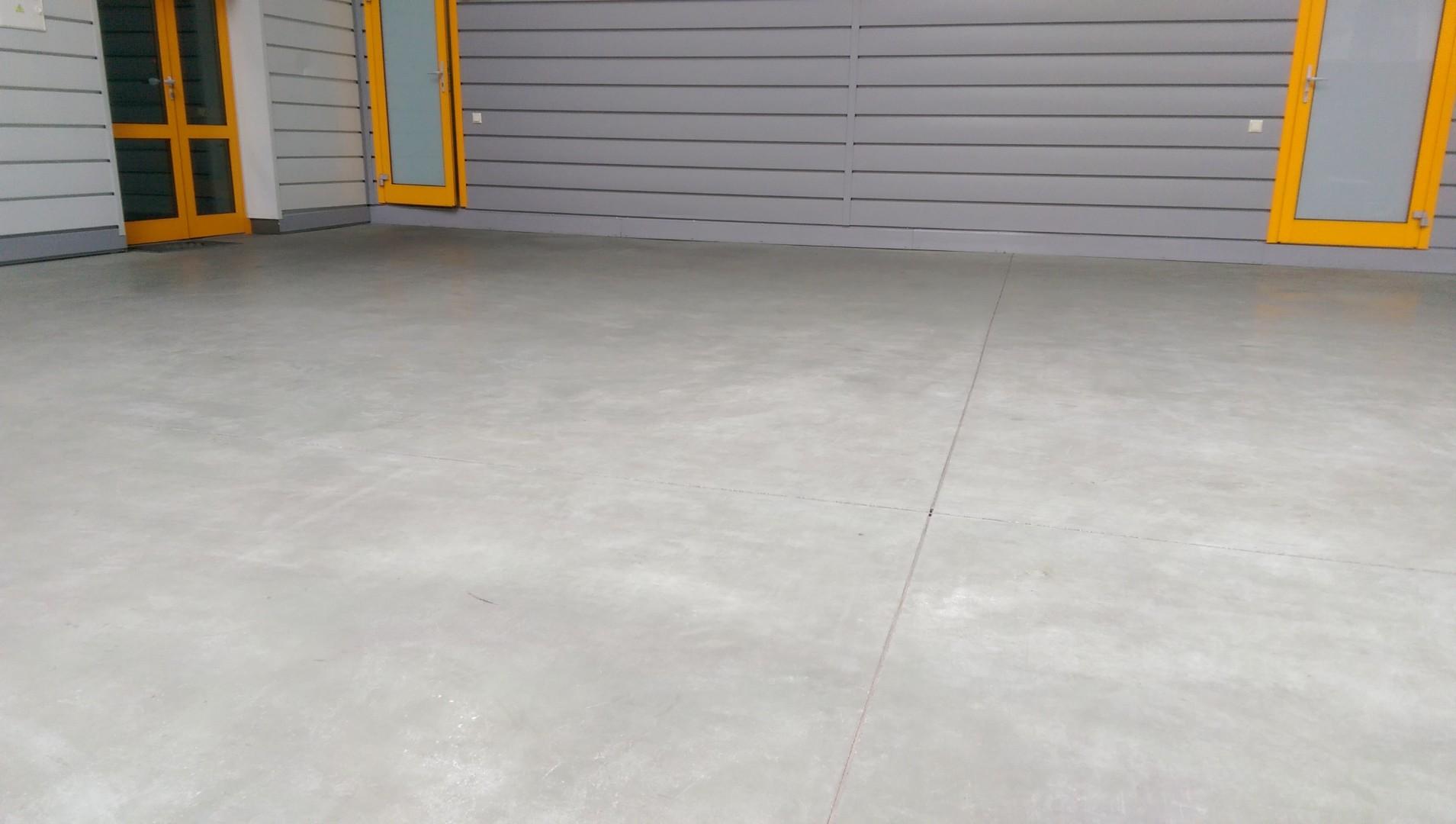 бетоном пол