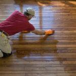 Как выровнять деревянный и бетонный пол под линолеум своими руками