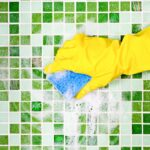Чистка плитки: почему теплая вода зачастую лучший выбор?