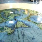 изображение глобуса на полу
