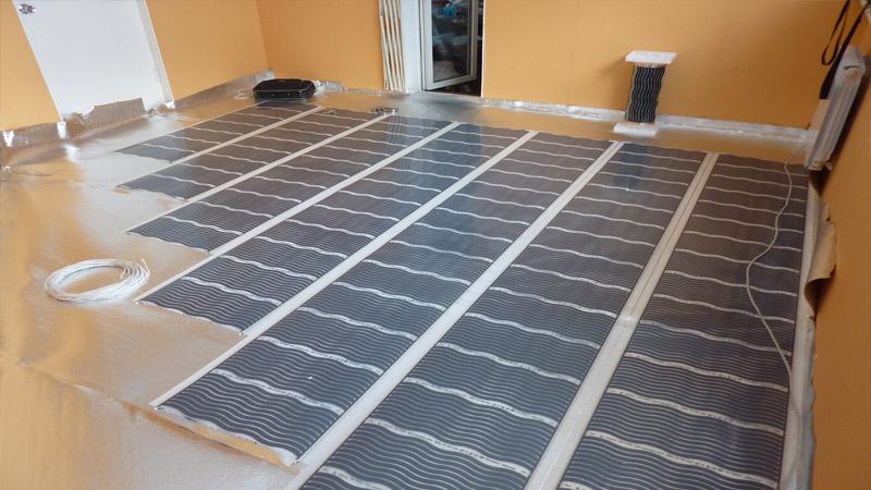 Укладка электрического теплого пола в комнате