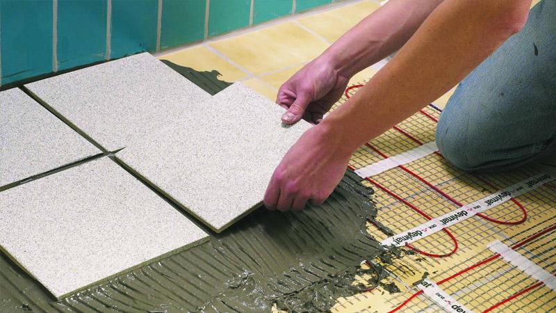 Финальный этап создания электрического теплого пола - устанавливаем напольное покрытие