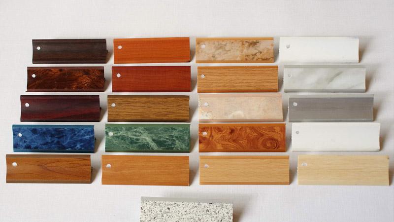 Различные размеры и цвета пластиковых плинтусов