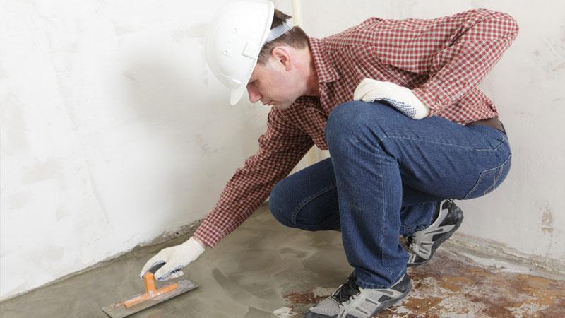 Если планируется ремонт деревянного пола своими руками в квартире, то сделайте новую стяжку