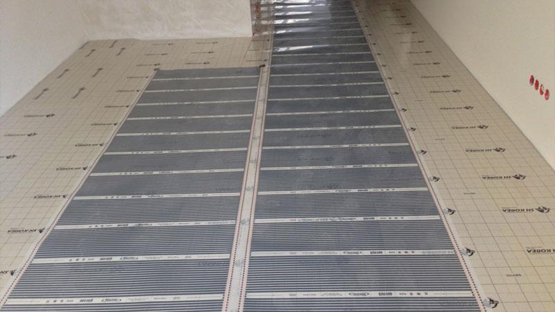 Пленочный теплый пол под плитку не обязательно укладывать по всей поверхности