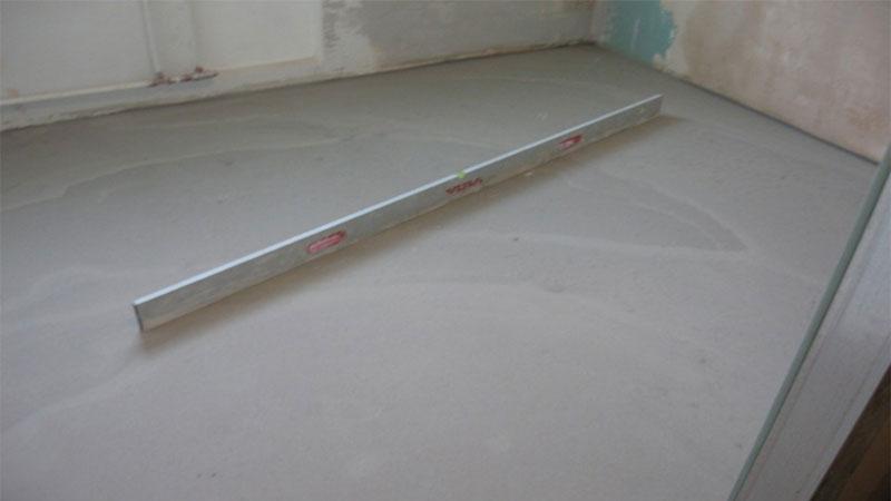 Как правильно выровнять пол под плитку