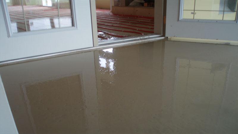 В состав нивелирующей смеси входит цемент или гипс