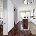 комбинированный пол на кухне из плитки и ламината